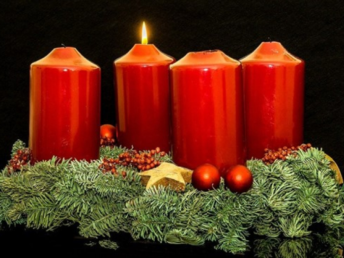 advent-wreath-1 lit